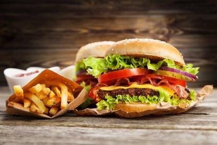 Komu vděčíme za vynález hamburgeru?