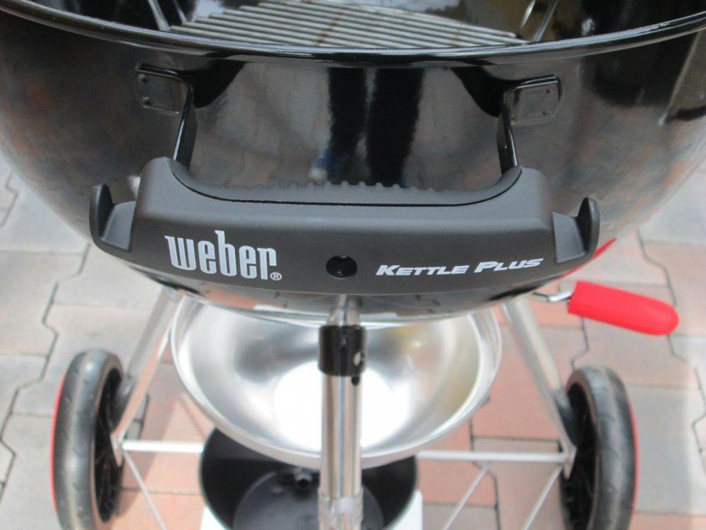 Recenze grilu Weber Kettle plus na dřevěné uhlí