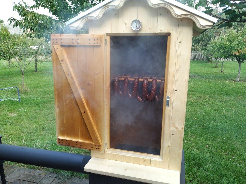 Kouřový generátor na uzení použijete vjakékoli udírně