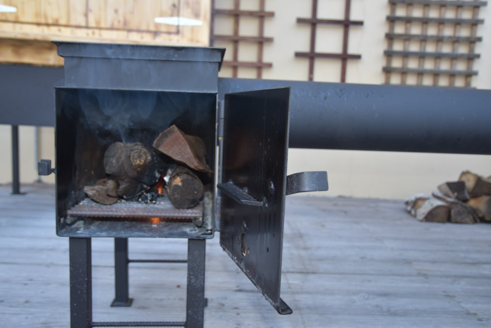 Dřevo do udírny - máčet nebo sušit?